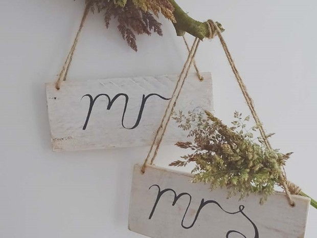 Photo of Mr & Mrs Signs